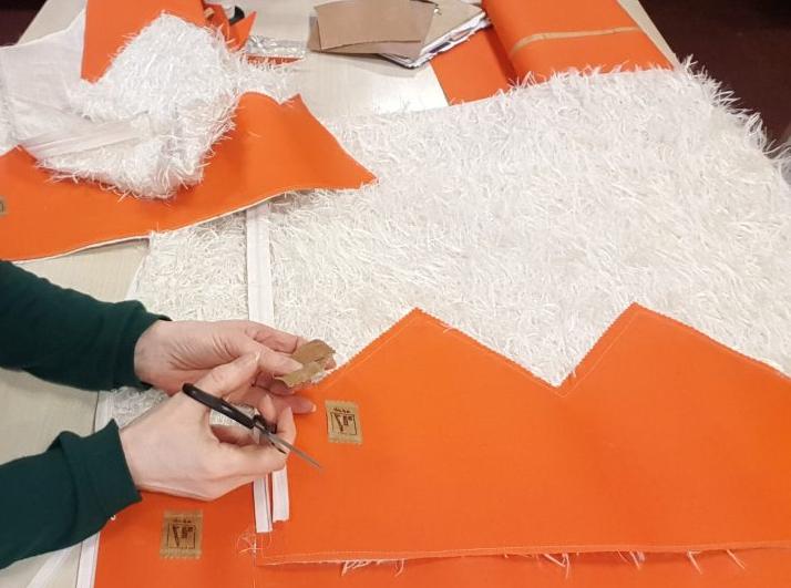In eigen atelier stoffen combineren en naaien handwerk en ambacht